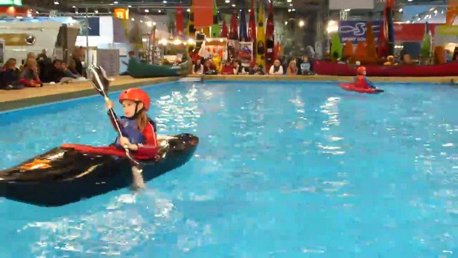 Kanunachwuchs auf der Messe boot (Bootstanz)