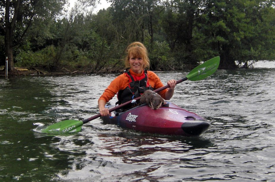 Mit Otter Nemo auf dem Wasser